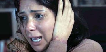 منى زكي في مشهد من فيلم«الصندوق الأسود»