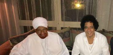 الامام الصادق المهدي يزور الكينج محمد منير