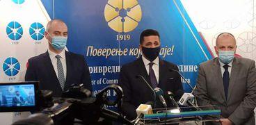 سفير مصر فى بلجراد عمرو الجويلى أثناء المؤتمر الصحفى