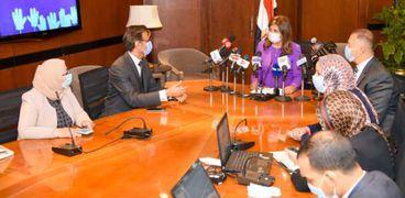 الهجرة: مستمرون في الرد على استفسارات المصريين بالخارج عن الانتخابات