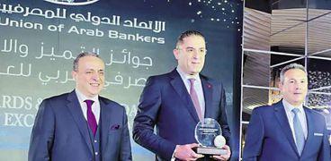إيهاب السويركى يتسلم جائزة بنك أبوظبى التجارى - مصر