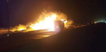 حريق سيارة تنك محملة بمواد بترولية بطريق السويس