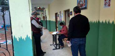 اللجان الانتخابية تفتح ابوابها امام الناخبين