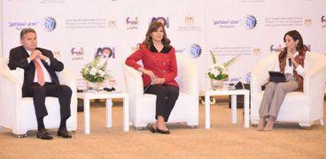 """وزيرا الهجرة وقطاع الأعمال خلال مؤتمر """"مصر تستطيع بالصناعة"""""""