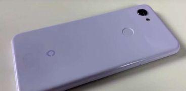 بهيكل من البلاستيك المقاوم للصدمات.. جوجل تطرح هاتفها Pixel 3 Lite