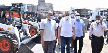 دعم منظومة النظافة بالشرقية بمعدات جديدة ولوادر وسيارات بـ 15 مليون