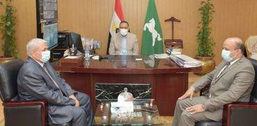 محافظ الشرقية يتابع خطة تطوير البريد المصري