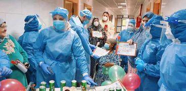 بالصور ..حتفال مستشفي كفر الزيات العام بالامهات المصابين بفيروس كورون