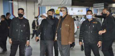 حملات مكثفة داخل المترو لضبط المخالفين لارتداء الكمامات بسبب كورونا