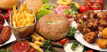 استشاري تغذية يحذر من تناول هذه الأطعمة .. تسبب أمراض القلب والسرطان
