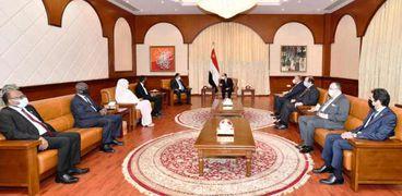 الرئيس السيسي يعود الى أرض الوطن بعد زيارته للسودان