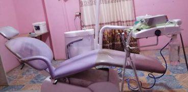 فني معمل ينتحل صفة طبيب أسنان ويدير عيادة بدون ترخيص بالشرقية