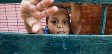 أحد الأطفال داخل الدار... تصوير سعيد حمدي
