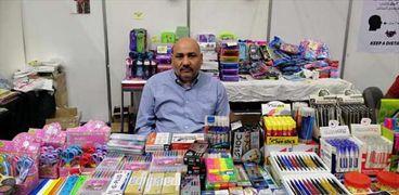 مصطفى صاحب مكتبة أدوات مدرسية