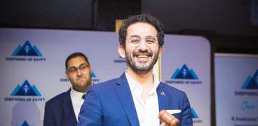 أحمد حلمي خلال المزاد
