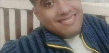 عبدالرحمن يبتسم للحياة رغم ما به من الم