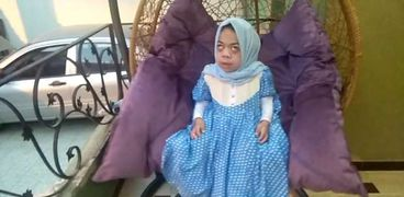 تهاني منصور طفلة كفيفة تحلم أن تكون مذيعة راديو شهيرة