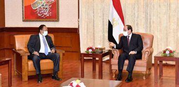 الرئيس عبدالفتاح السيسي ورئيس الوزراء السوداني