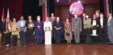 وزيرة الثقافة ومحافظ الجيزة يشهدان حفل أكاديمية الفنون بذكرى أكتوبر