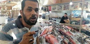 وائل جمال الدين احد مسؤلي حلقة السمك بالغردقة