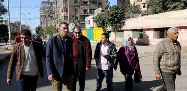 جانب من جولة القيادات بشارع السودان
