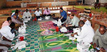 محافظ أسوان يشارك أهالي قرية تنقار النوبية إفطار رمضان