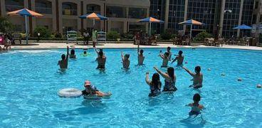 سياح أجانب ومصريين بفنادق الغردقة