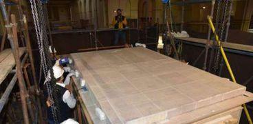 وصول المقصورة الثالثة لتوت عنخ آمون للمتحف المصرى الكبير