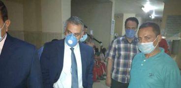محافظ سوهاج يتابع حالات المصابين في المستشفي العام