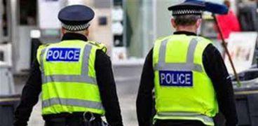 عنصران من الشرطة البريطانية