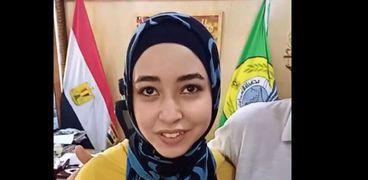 سارة علاء الحاصلة على المركز الأول بالمحافظة والثالث على مستوى الجمهورية في شعبة الأدبي