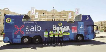 حافلة متجولة لتوزيع كراتين رمضانة