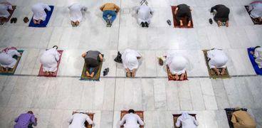 المسجد الحرام يستقبل المصلين