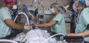 أحد مرضى فيروس كورونا في مستشفى فرنسي