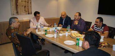 رئيس غرفة شركات السياحة بالاسكندرية خلال اجتماعه مع السفير الاندنويسى بمصر