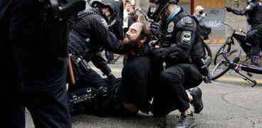 الشرطة الأمريكية تفض اعتصامات سياتل بالقوة