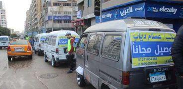 نائب يوفر سيارات لنقل المواطنين مجانا في الإسماعيلية خلال الأمطار