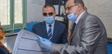 محافظ الإسكندرية يدلي بصوته الانتخابي