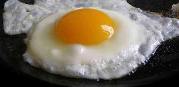 تناول بيضة واحدة أو اثنتين في اليوم يساعد على بناء الكتلة العضلية