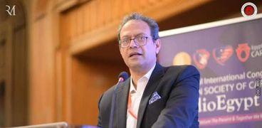 د.عمر الحديدي  مدير مستشفى قصر العيني الفرنساوي