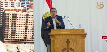 د. مصطفى مدبولي خلال لقائه بعدد من الكتاب والصحفيين بالأمس