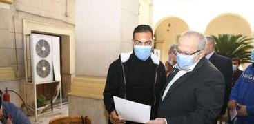 الدكتور محمد عثمان الخشت رئيس جامعة القاهرة يتفقد سير انتخابات اتحاد الطلاب بالجامعة