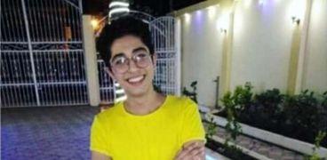 لحظة دخول راجح جلسة محاكمته بتهمة قتل محمود البنا