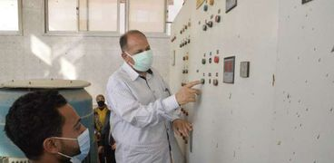 محافظ أسيوط يتفقد محطة معالجة صرف صحي منفلوط بالظهير الصحراوي