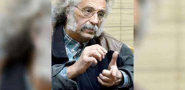 الدكتور حسين خيري نقيب الأطباء ورئيس اتحاد المهن الطبية