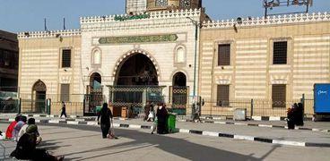 """""""الوطن"""" بمحيط مسجد السيدة نفيسة.. يتفرد بصلاة العيد ويفتقد فرحة مريديه"""