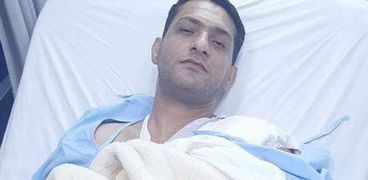 الغطاس محمود فاروق جبر المصاب في تعويم السفينة الجانحة