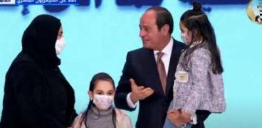 الرئيس السيسي يكرم أسرة الشهيد أبو غنيمة
