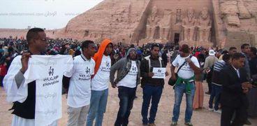 وقفة للنوبين داخل معبد أبو سمبل اعتراضاً على قرار 444