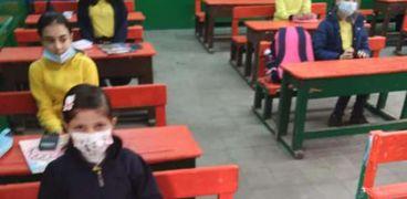 طلاب يؤدون الامتحانات_ صورة أرشيفية